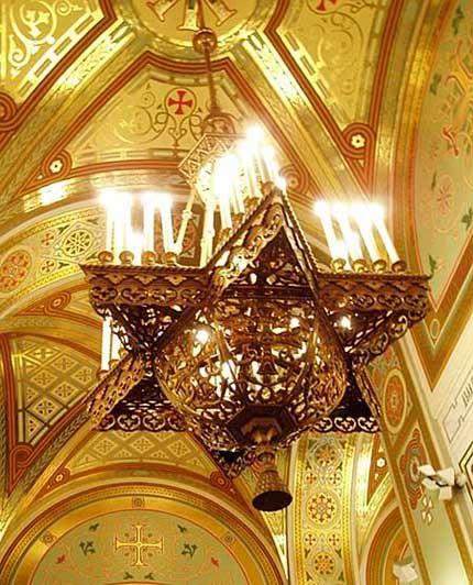 """Обрезанная"" люстра Храма Христа Спасителя"