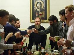 'ГЛАС ПРАВОСЛАВНОГО НАРОДА' - ГАЗЕТА ДЛЯ ПРОСТЫХ ЛЮДЕЙ. ОЧЕРЕДНОЕ ЗАИГРЫВАНИЕ С МИРОМ: Церковь берется кормить гордых лицедеев