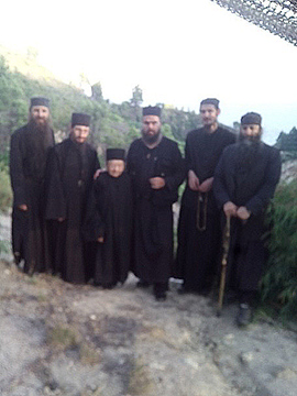 Протераните монаси заедно со Старец Рафаил